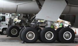 Boeing 777 großer Fuß lizenzfreie stockfotos