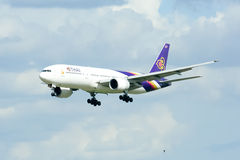 Boeing 777-200 HS-TJA of Thaiairway Stock Images