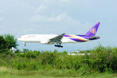 Boeing 777-200 HS-TJA of Thaiairway Royalty Free Stock Image