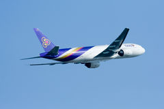Boeing 777-200 HS-TJE of Thaiairway Stock Images