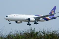 Boeing 777-200 HS-TJF of Thaiairway Stock Images