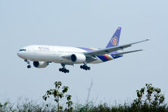Boeing 777-200 HS-TJF of Thaiairway Stock Photos