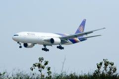 Boeing 777-200 HS-TJF of Thaiairway Stock Photos