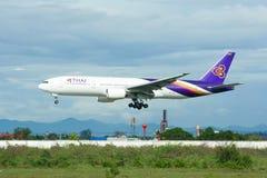 Boeing 777-200 HS-TJG av Thaiairway Fotografering för Bildbyråer