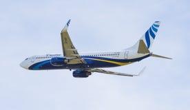 Boeing 737-800 i himlen Arkivbild