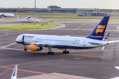 757 boeing icelandair Arkivfoton