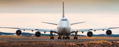 Boeing 747 jumbo - αεριωθούμενο αεροπλάνο - μπροστινή άποψη Στοκ εικόνες με δικαίωμα ελεύθερης χρήσης