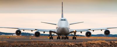 Boeing 747 jumbo jet - front view Royalty Free Stock Images