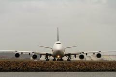 Boeing 747 jumbo jet w frontowym widoku Fotografia Royalty Free