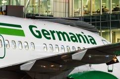 Boeing 737-700 klipska Germania Första flyg som möter Ryssland, St Petersburg Pulkovo flygplats, 27 April 2018 Arkivfoton