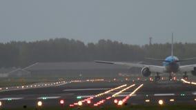 777 Boeing klm που προσγειώνονται απόθεμα βίντεο