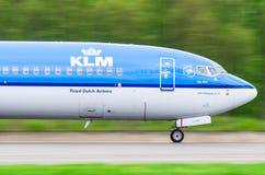 Boeing 737 KLM flygbolag, flygplats Pulkovo, Ryssland St Petersburg Augusti 2016 Royaltyfria Foton