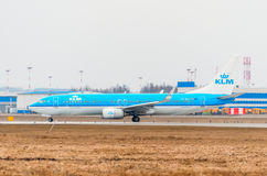 Boeing 737 KLM flygbolag, flygplats Pulkovo, Ryssland St Petersburg Augusti 2016 Royaltyfri Fotografi