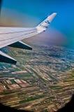 Boeing 747 KLM-vliegtuigvleugel door venster Royalty-vrije Stock Foto
