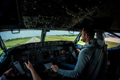 Boeing 737-800 kurzer Schluss NG auf INTERNATIONALEM FLUGHAFEN BBU Lizenzfreies Stockfoto