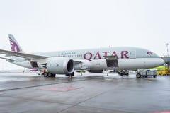 Boeing 787 líneas aéreas de Qatar Airways, aeropuerto Pulkovo, Rusia, St Petersburg 19 de diciembre de 2017 fotografía de archivo