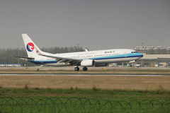 A boeing 737 landing on the runway Stock Images