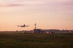747 boeing landning Royaltyfri Bild