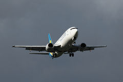 737 boeing landning Royaltyfria Bilder