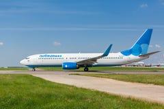 Boeing 737 lignes aériennes de Pobeda se tenant chez Vnukovo Photos libres de droits