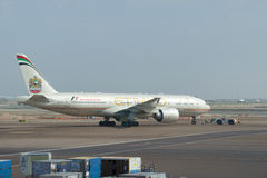 Boeing 777 A6-LRD Etihad Airways en aéroport d'Abu Dhabi Émirats arabes unis Photo libre de droits