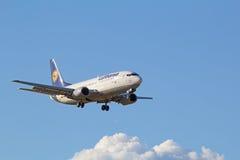 Boeing-737 Lufthansa Royaltyfria Foton