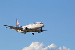 Boeing-737 Lufthansa Arkivfoto