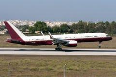 Boeing 757 mit Flügelspitzen Stockbild
