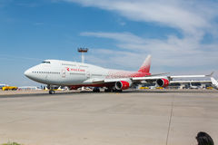 Boeing 747 moves on the runway Royalty Free Stock Photos