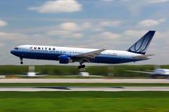 Boeing 767-300 N611UA von United Airlines-Landung bei Domodedovo I Stockfotografie