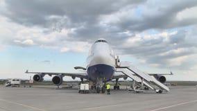 Boeing nivå på flygplatsen stock video