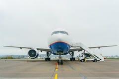 Boeing 767 no aeroporto Imagem de Stock Royalty Free