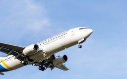Boeing 737 no espaço da cópia do voo Imagem de Stock