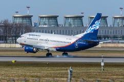 Boeing 737 Nordavia flygbolag, flygplats Pulkovo, Ryssland St Petersburg Maj 2017 Arkivfoto