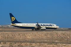 Boeing 737 8 od Ryanair linii lotniczych JAK przygotowywa zdejmował Obraz Royalty Free