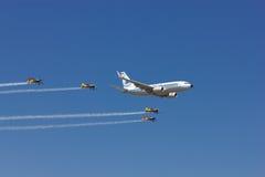 Boeing 737 på den Bucharest Internationalflygshowen Royaltyfri Fotografi