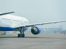 Boeing 767 på flygplatsen Arkivfoton