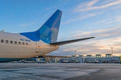 Boeing 737 Pobeda linie lotnicze, lotniskowy Pulkovo, Rosja Petersburg 01 2016 Grudzień Zdjęcie Stock
