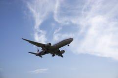 Boeing 747 prêt pour le débarquement Photo libre de droits