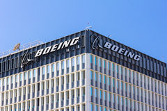 Boeing-Produktionsanlage und Logo Stockfotos
