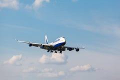 Boeing 747 que aterra à pista de decolagem Imagem de Stock Royalty Free