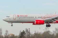 Boeing 737-800 Rossiya flygbolag, flygplats Pulkovo, Ryssland St Petersburg Maj 2017 Arkivfoton