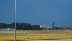 Boeing 737 SAS att närma sig arkivfilmer