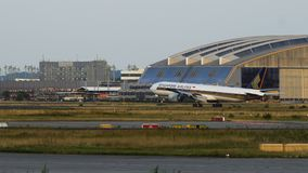 Boeing 777 of Singapore airlines landing stock video footage