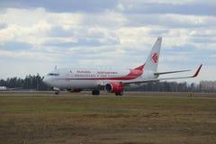 Boeing 737-800 7T-VKA Air Algerie sur la piste de roulement de l'aéroport Sheremetyevo Images libres de droits