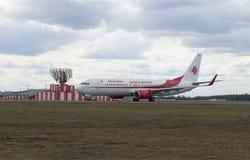 Boeing 737-800 7T-VKA d'air Algérie de société après le débarquement à l'aéroport de Sheremetyevo Photo stock