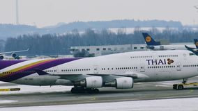Boeing TAILANDÉS 747-400 almacen de metraje de vídeo