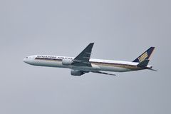 Boeing 777 taking off Royalty Free Stock Photography