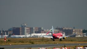 Boeing 737 TUIfly landning stock video