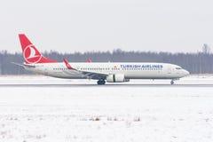Boeing 737-900 Turkish Airlines, Flughafen Pulkovo, Russland St Petersburg am 4. Februar 2018 Lizenzfreie Stockfotografie